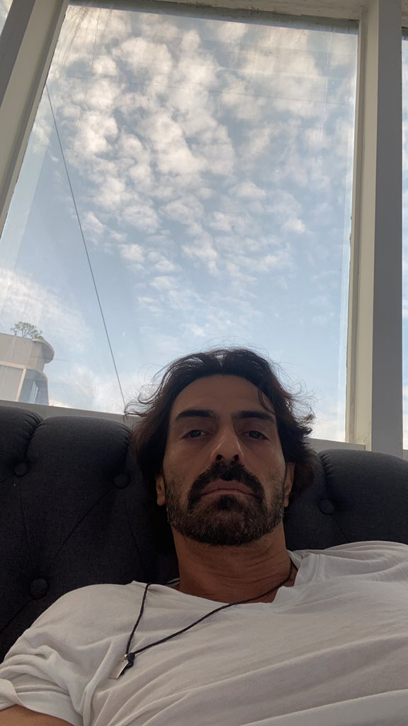 Oh no!! #ZEE5 's much-publicised upcoming film #NailPolish suffers a setback  Shoot has been halted as its prominent actors #ManavKaul and @anandntiwari test positive for #COVID19  Co-actor @rampalarjun quarantined at home  @ZEE5Premium @ZEE5India https://t.co/piTlmoY0fj