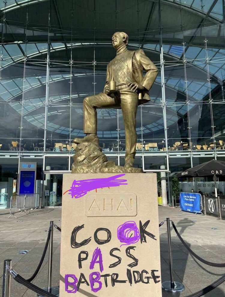 This defacing of the Alan Partridge statue is a thing of great beauty.