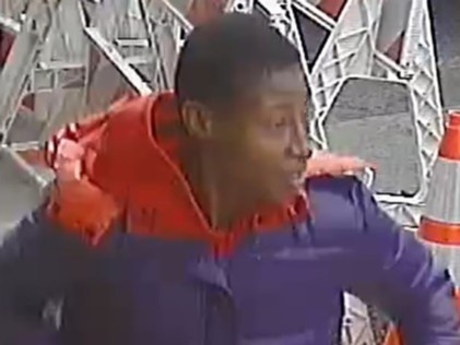 🚨WANTED for ROBBERY: Do you know this guy? On 9/17/20 at approx 11:50 AM, in front of 1216 Walton Ave in the Bronx, the suspect hit the 83-year-old male victim, causing him to fall, then took the victim's wallet before fleeing. Any info call or DM @NYPDTips at 800-577-TIPS. https://t.co/lGD0umSWLt