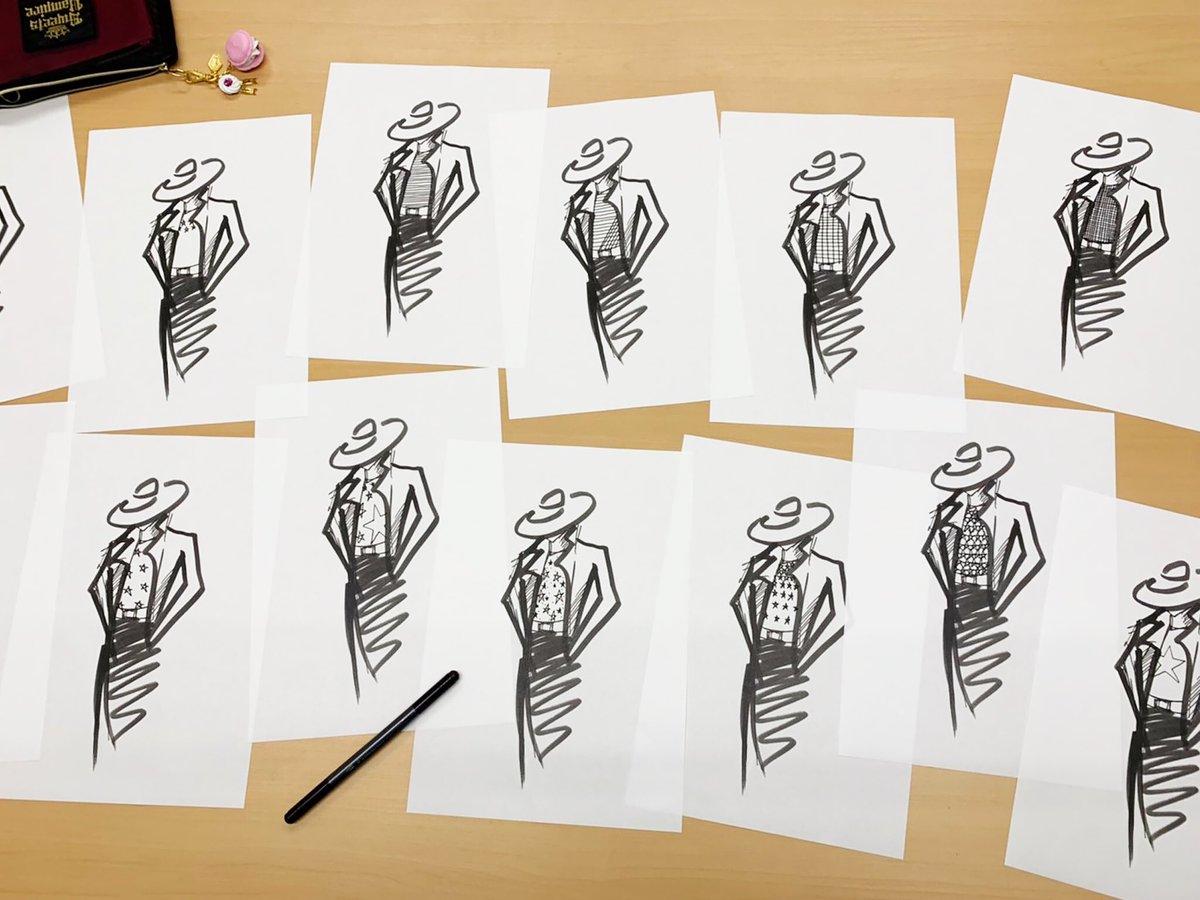 これは服のデザインを考えてるところ!コピーして、いろんなパターンを試した。