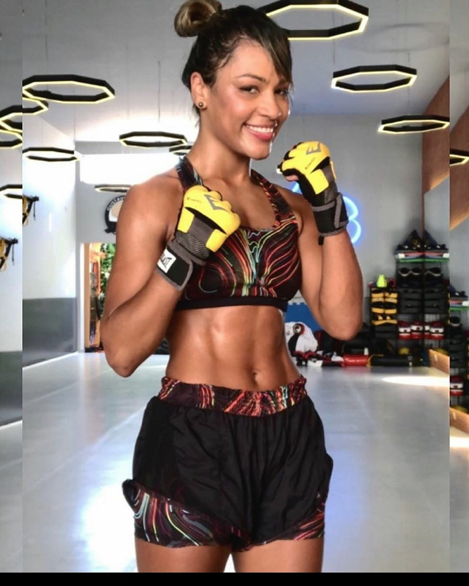 @carolncotrim . . . #ufc #bellator #onechampion #mma #bjj #sambo #muaythai #boxing #kickboxing #judo #wrestling #selfdefense #mmafighter #womensmma #mmagirls #mixedmartialarts #beauty #strength #honor #respect #badassbeauty #ladies #divas #hottie #bombshell #combatconfidential https://t.co/jAYBxQfXxd