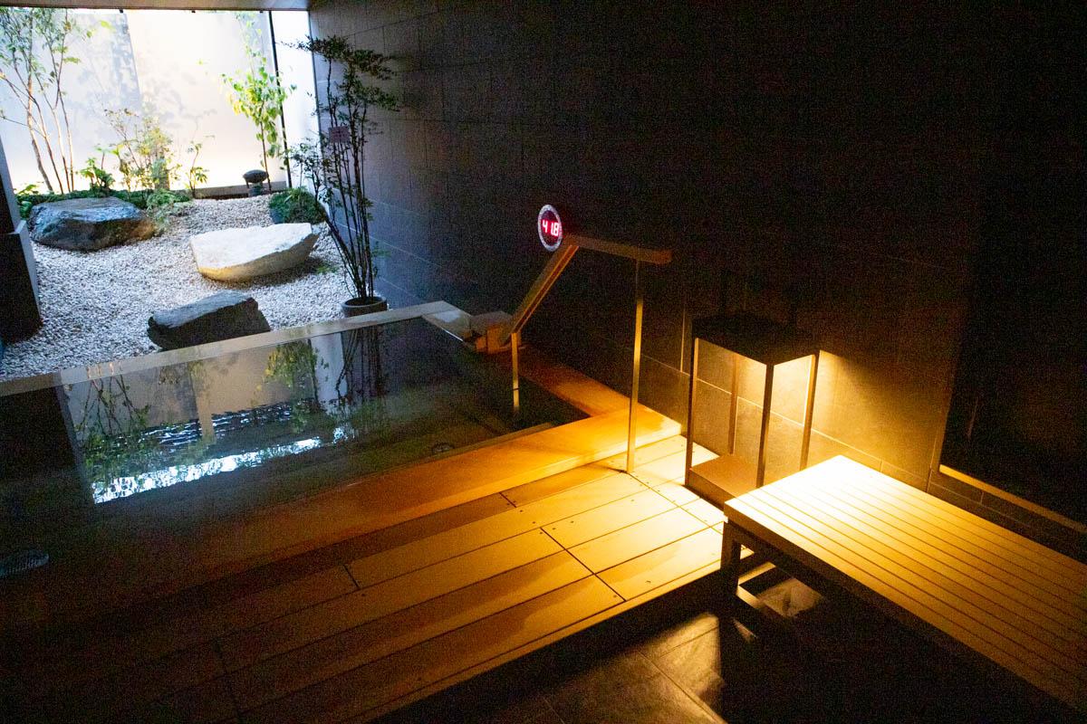 世田谷代田駅前に温泉旅館「由縁別邸 代田」が開業。景色、音、香りなど五感で楽しむ温浴施設に。女湯のミストサウナは特別に調香したアロマが香る癒しの空間を演出。