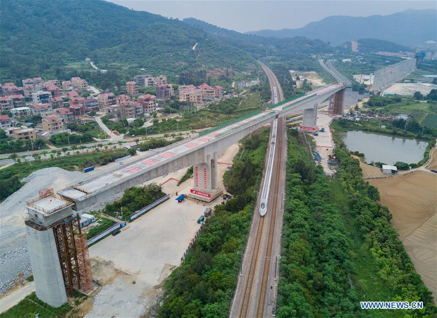 China's heaviest high-speed rail bridge with the longest span completed the #rotation in 113 minutes in SE China's Fujian. The 38,000 tons bridge that is as heavy as two light aircraft carriers rotated clockwise at 1meter/min to dock with each other. https://t.co/3PbhwTGsn8