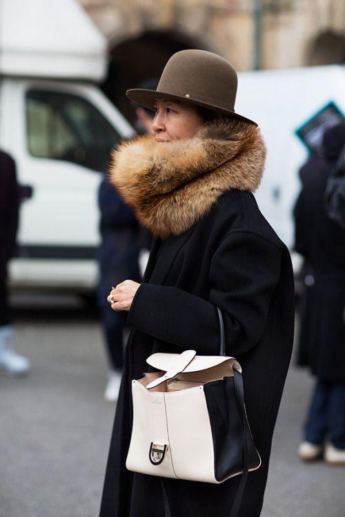 Street style rule: Bigger the better!  #infurmagazine #infurmag #fashion #furs #furfashion #ootd #stylefashion #fashioninfluencer #streetstyle #streetfashion #furlove #nyfw #wow #fox #fashionstyle #inspo #fashionweek #fashionstatement #styleinspo #wiwt #collar #trendy #urbanlife https://t.co/68b1eTP7YE