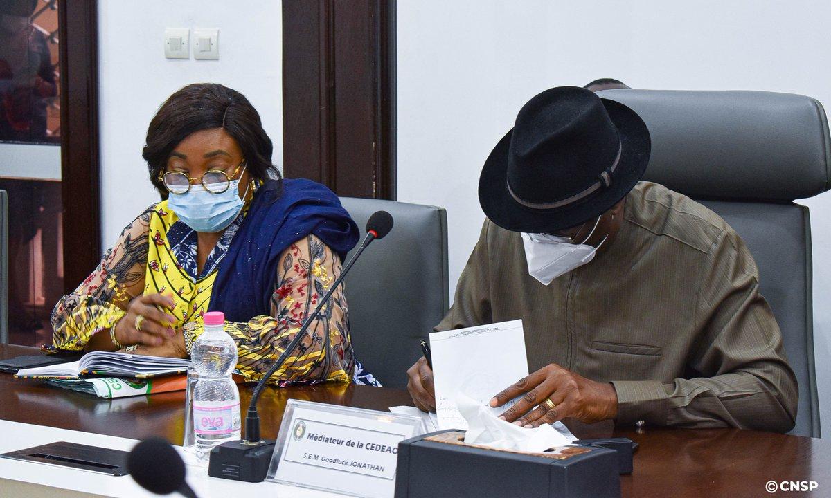 Actualité CNSP | #Diplomatie | #CEDEAO  Mission de la CEDEAO à Bamako dans le cadre du suivi des décisions du mini-sommet de la CEDEAO d'Accra du 15 Septembre 2020. Le Président du CNSP reçoit la dite mission conduite par l'ancien président nigérian monsieur Goodluck Jonathan. https://t.co/qxqOBp8Qom