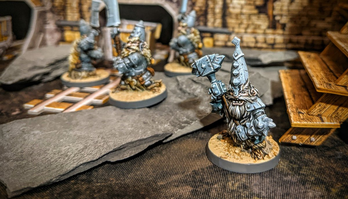All good dwarves come in sevens, that's why my Dwarf Defenders needed a boss. And here he is armed with a big hammer!   #MassiveDarkness #coolminiornot #Cmongames #Boardgames https://t.co/TCpGmiLSOg