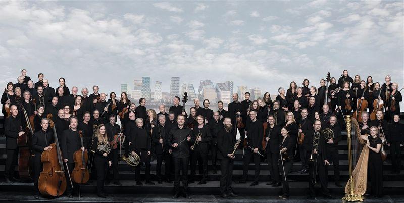 🎶 El pianista @LeifOveAndsnes interpreta el Concert per a piano i orquestra en la m, op. 16 de #Rakhmàninov amb  l'Orquestra Filharmònica d'Oslo [@Filharmonien], sota la batuta de Vasily Petrenko des de @elbphilharmonie d'Hamburg  #ElsConcerts 👇  📻https://t.co/lBAisE9wOi https://t.co/LGICAZZ2ug