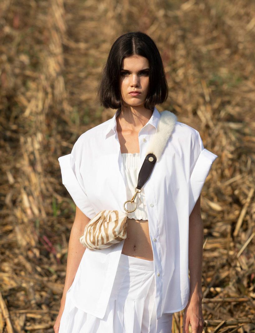 FUR ACCESSORIES make everything better! WOW SS21 #SimonettaRavizza collection  #infurmagazine #infurmag #fashion #slowfashion #furs #fur #furfashion #furaccessories #ootd #fashionweek #wiwt #trends #catwalk #inspo #mfw #milanfashionweek #accessories #ss21 #runway https://t.co/1TNg3VTTz7