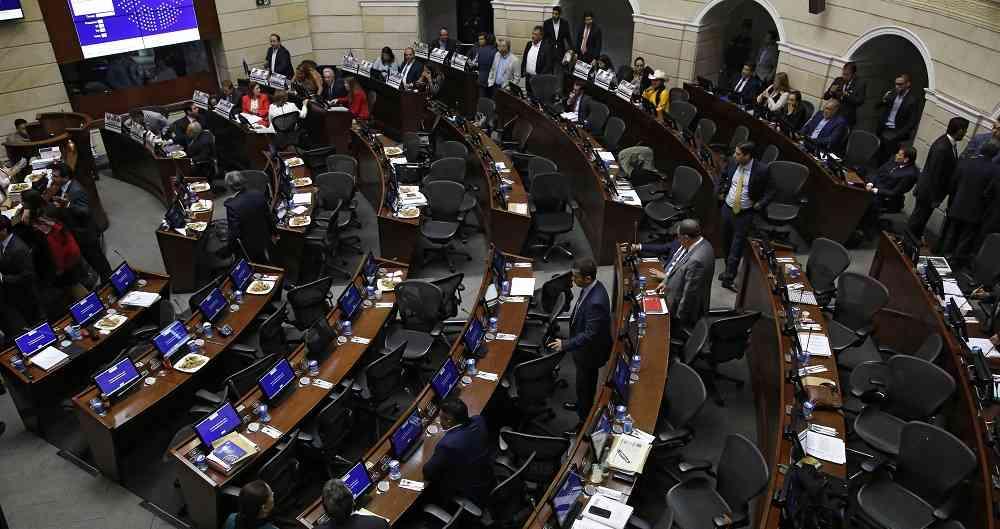 #ProyectosDeLey #PGN El proyecto de presupuesto 2021 pasa a debate en plenarias de Cámara y Senado con un monto que representa un incremento de 15,2% si se compara con los $271,7 billones aprobados para 2020. https://t.co/wk96P0XIkK a través de Revista Dinero https://t.co/RVuccjEgmN