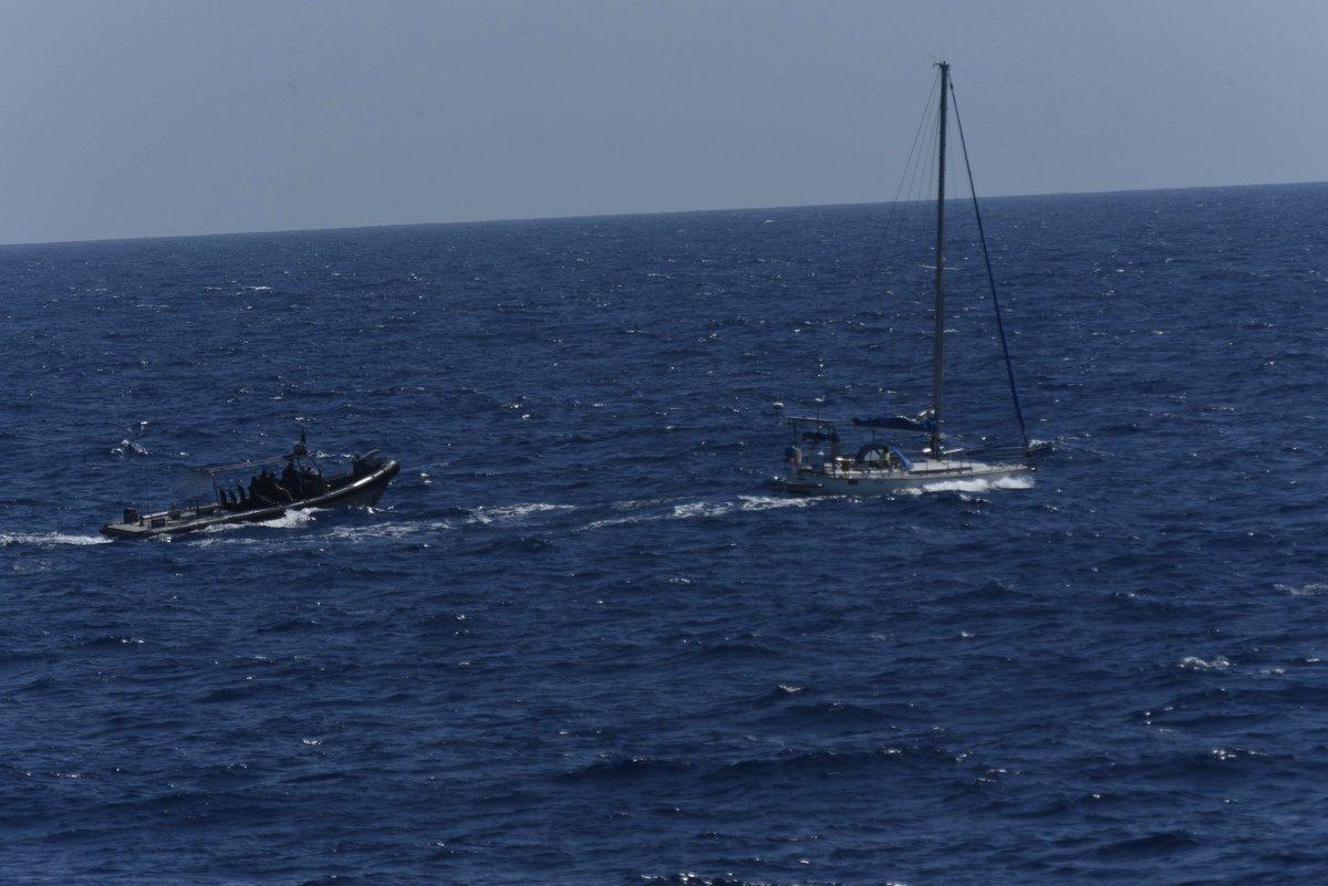 Derde drugsvangst voor Zr.Ms. Groningen deze maand. Het patrouilleschip wist eergisteren met de Kustwacht Caribisch gebied een zeilboot met 80 kilo cocaïne aan boord te stoppen. Meer info over de actie? 👉defensie.nl/actueel/nieuws…