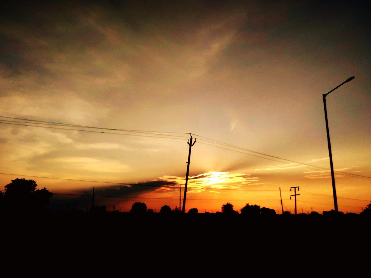 Day is closing!  #sunset #silhouettes #orangesky #romanticsky https://t.co/FscD9rGvlL