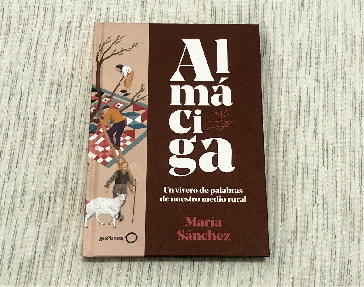 Estoy leyendo a ratitos, muy poco a poco, este libro maravilloso de @MariaMercromina, ilustrado por @pinhajimenez. https://t.co/gY2XX50auZ