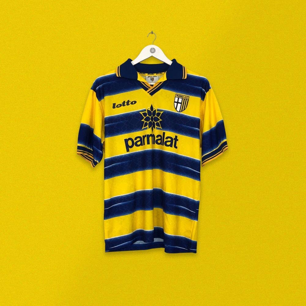 The shirt they wore when they won the 1999 UEFA Cup with one of the great Parma teams. @ParmaCalcio 1998/99 x Lotto 🟨🟦🟨🟦 ➡️ cultkits.com/parma-18-balbo…