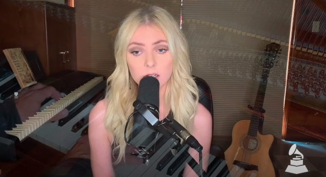 Watch THE PRETTY RECKLESS Perform Acoustic Version Of 'House On A Hill' https://t.co/kHWvyVSpVP https://t.co/xImBxC4drg