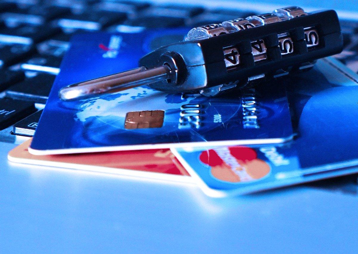 Has de fer una compra online? Abans de posar les teves dades bancàries, comprova que la pàgina on estàs és autèntica i segura https://t.co/gxgYelT2YQ