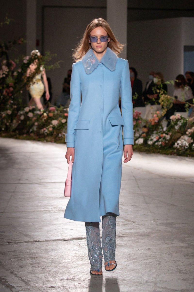 Exuberant pastels #Blumarine SS21  #infurmagazine #infurmag #fashion #slowfashion #furs #fur #furfashion #ootd #stylefashion #streetstyle #fashionweek #fashionstatement #styleinspo #wiwt #streetfashion #trends #catwalk #pastel #mfw #milanfashionweek #ss21 #runway #bloom https://t.co/sQcHWpAoXO