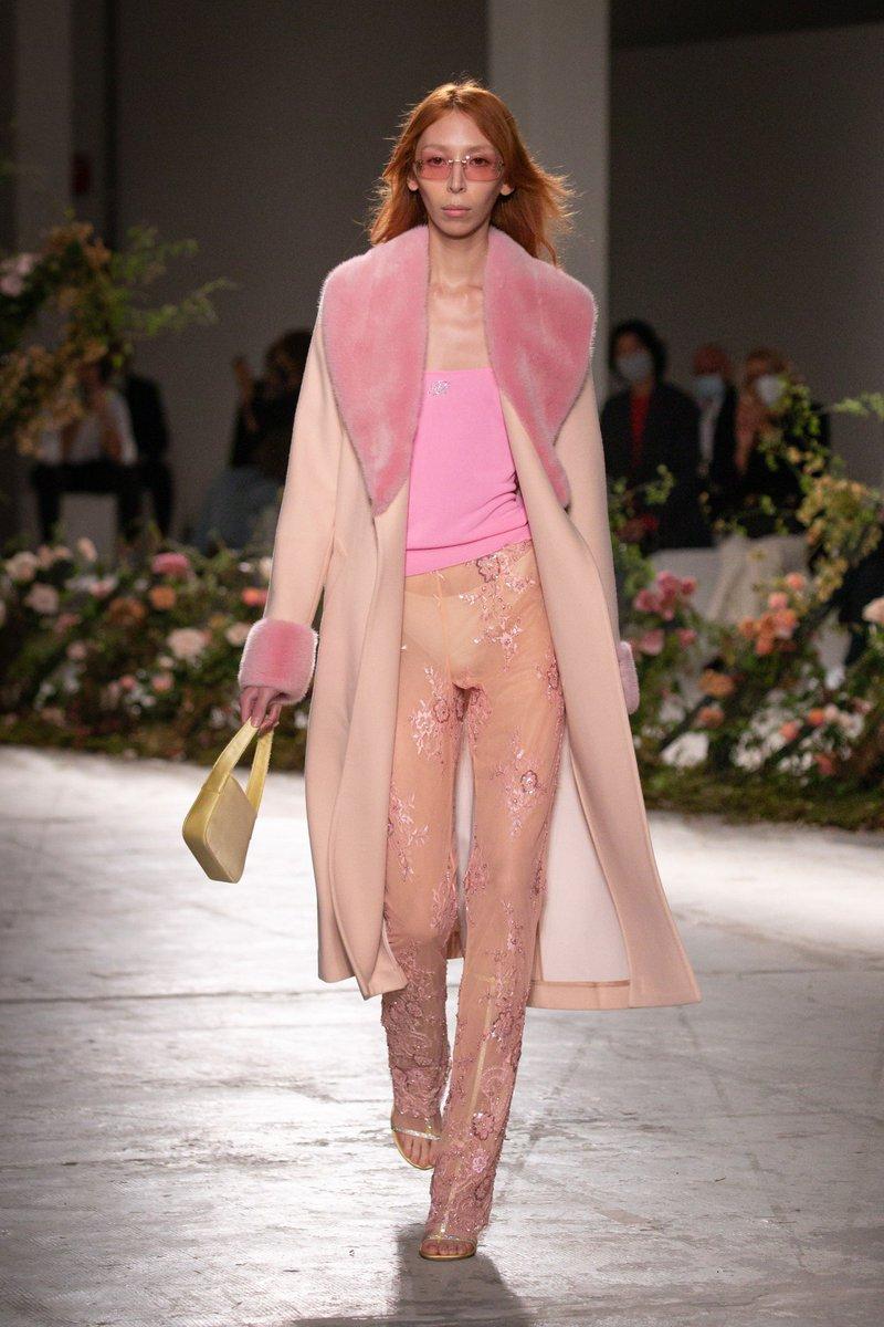 Exuberant pastels #Blumarine SS21  #infurmagazine #infurmag #fashion #slowfashion #furs #fur #furfashion #ootd #stylefashion #streetstyle #fashionweek #fashionstatement #styleinspo #wiwt #streetfashion #trends #catwalk #pastel #mfw #milanfashionweek #ss21 #runway #bloom https://t.co/oZbsyS7dPT