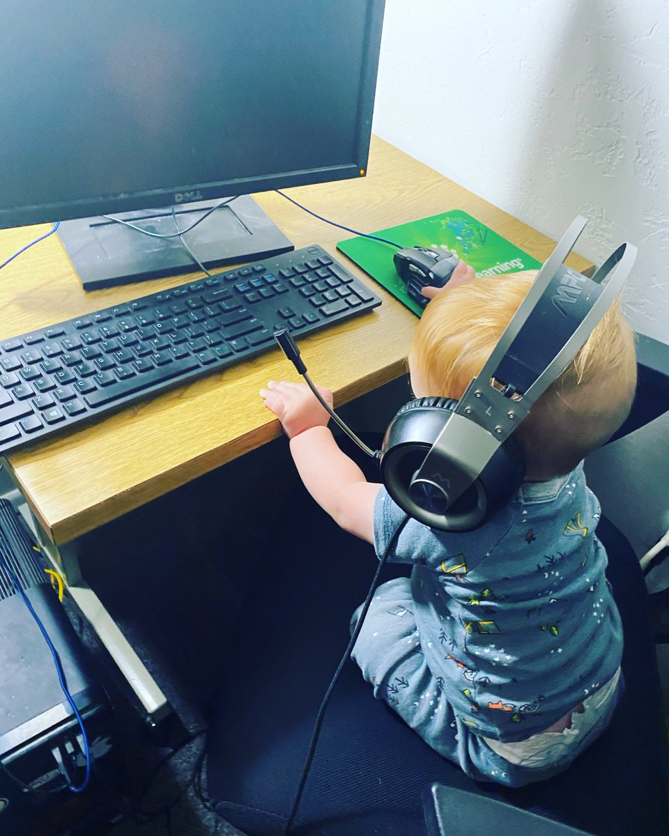Start em young, am I right?  #streaming #twitch #streamer #gaming #stream #music #gamer #live #youtube #twitchstreamer #ps #livestream #twitchtv #netflix #xbox #twitchaffiliate #spotify #videogames #radio #playstation #fortnite #games #game #follow #pcgaming #pc #livestreaming https://t.co/OkjJaF1eqQ