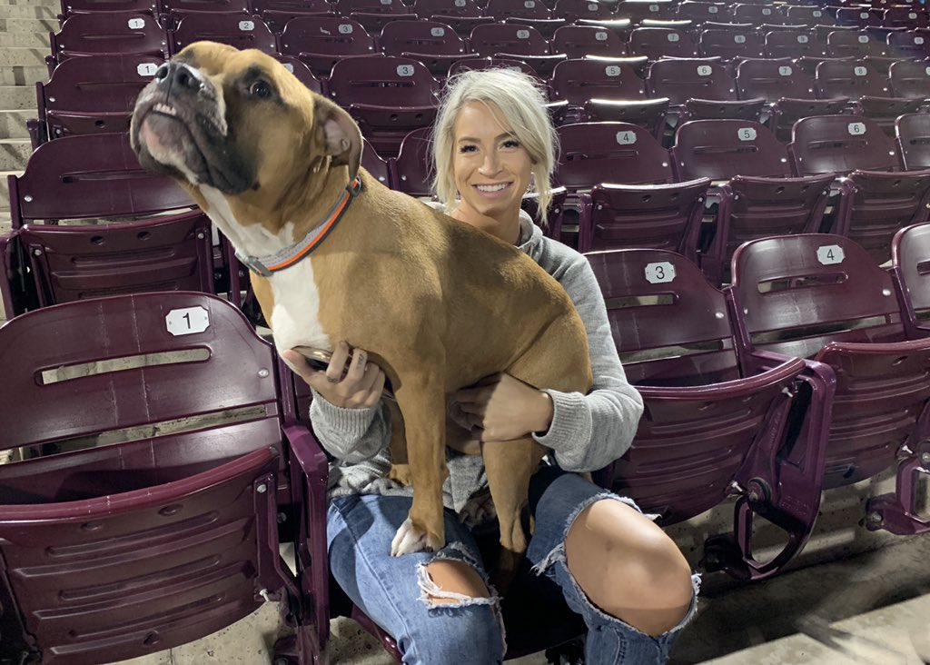 I love this photo! Day 14 with the Lake Elsinore @Storm_Baseball was a Bark 'n' Brew Monday, where dogs can come to the ballpark for free and watch their owners enjoy $5 craft beers.   Full Story: https://t.co/aT8O57YimB  #traveling #dogsoftwitter https://t.co/JEHv3DCRh8
