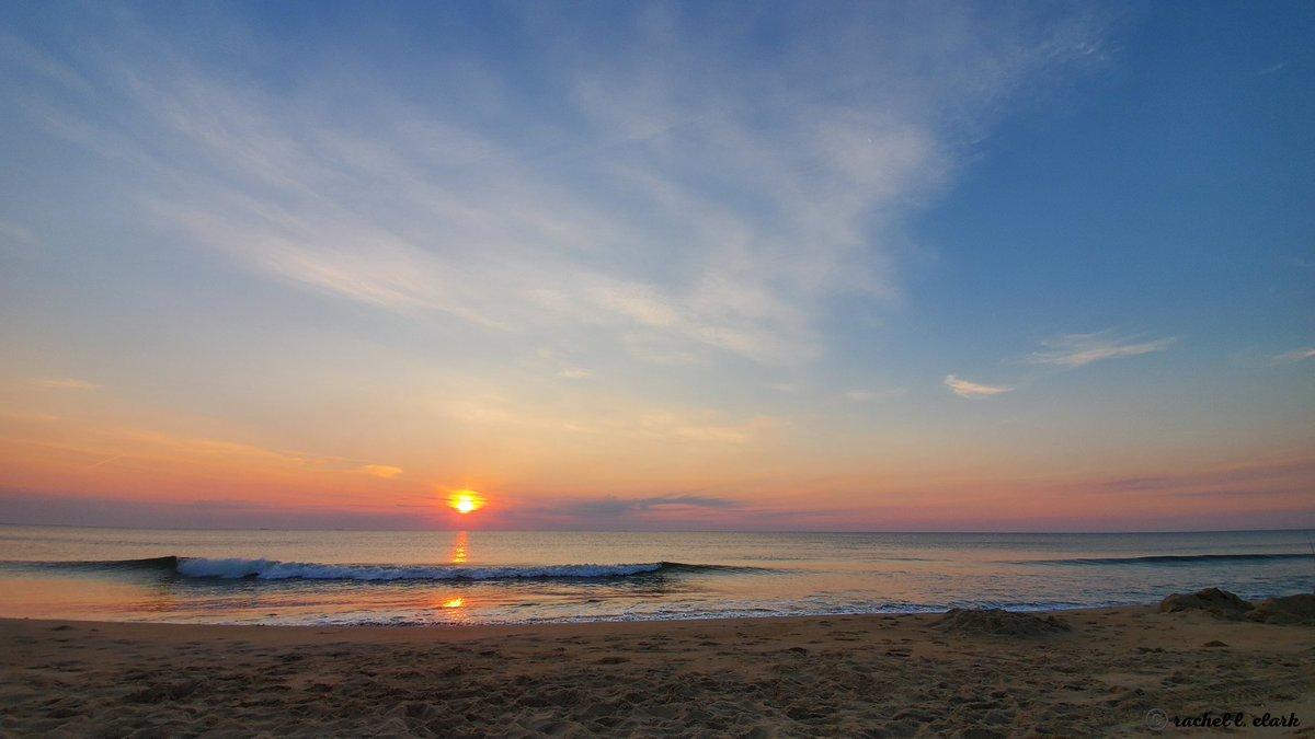 @edayphotos @BethDaydream @DaydreamFarm @EcoDaydream @CoachDaydream @ecodaydreamgg @WNpix It's the #Fall photo challenge! 🍂 Theme: * Sunrise Serenity * ⛅️ Sandbridge, VA. #photography #theme #sunrise #Serenity #nature #landscape #landscapephotography #thursdaymorning #thursdayvibes #ThursdayMotivation #photographer https://t.co/B2UEQgIPVU