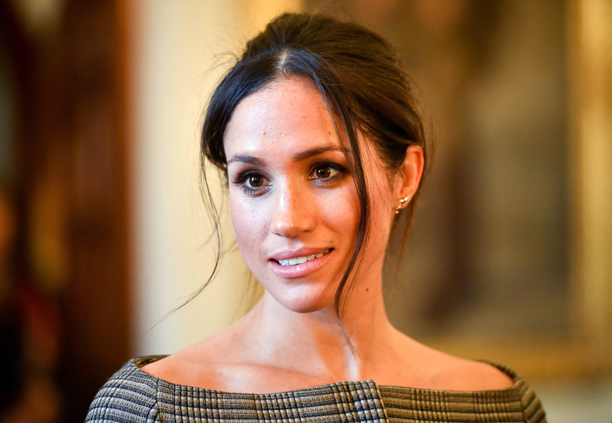 #MeghanMarkleWoreaThing: #VictoriaBeckham Button-Down Edition: Ever since announcing her engagement to #PrinceHarry, the world's eyes have been fixed on #MeghanMarkle — and her #style. We'll be following the Meghan Markle Effect™ with our column,… https://t.co/Tb9oSlRmzU https://t.co/31uvzIbE6K