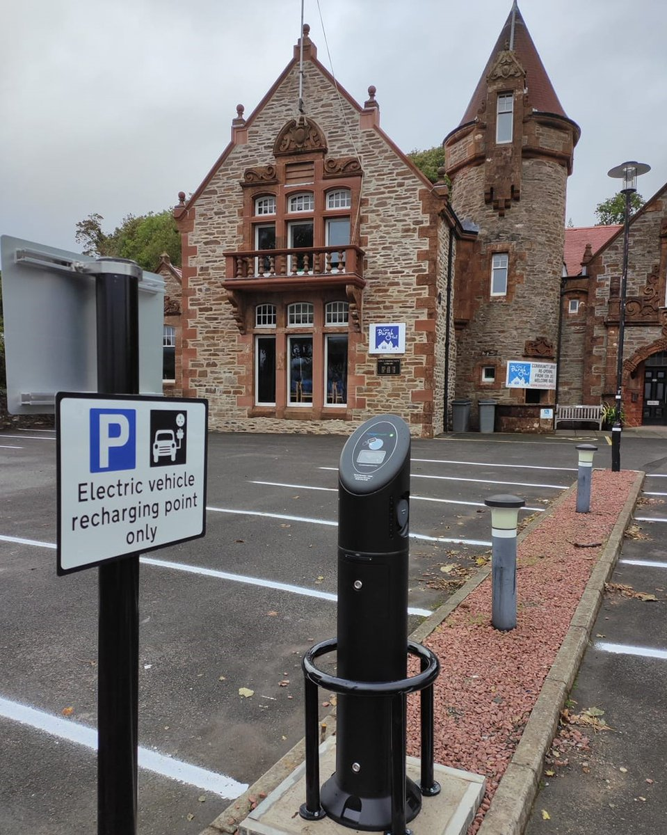 .@coveburghhall has gone back to the future with the installation of a new electric car charging point. More here: helensburghadvertiser.co.uk/news/18746262.…