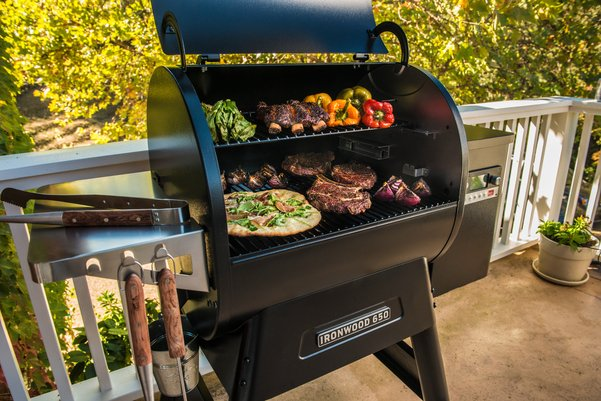 Our summer bestseller is not just for one season! We only have a couple left of the Ironwood 650 - pick one up and savour the flavour all year round.  #Traegergrills #traegernation #traegering #pelletgrill #luxappliances #shoplocal #comoxvalley #courtenayappliances https://t.co/XRCUW7igVr