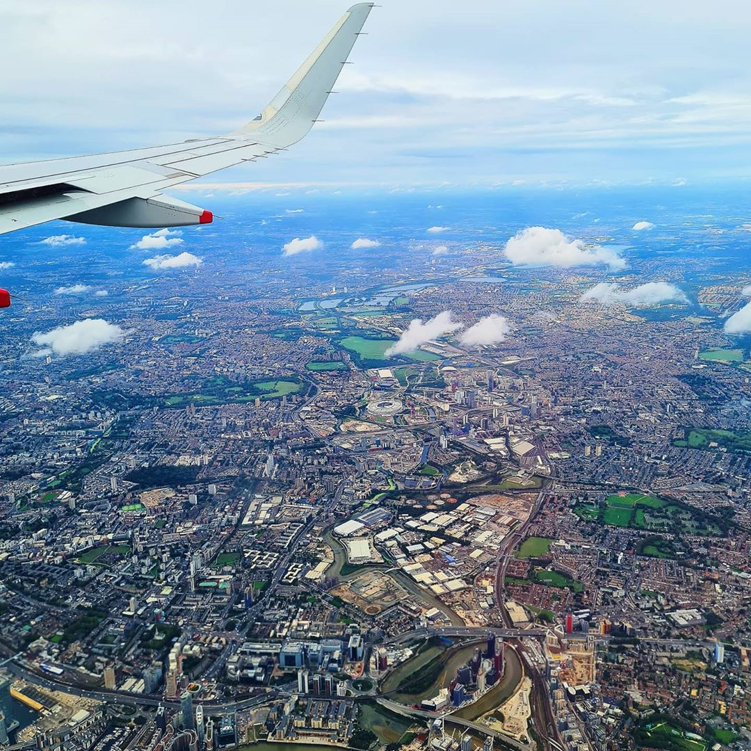 London from the skies never gets old. 😍✈️  Check out vv_anderer (on Instagram) stunning shot of our beautiful city!  What's your favourite thing to do in London? 🇬🇧 https://t.co/EUNuL1R4b2