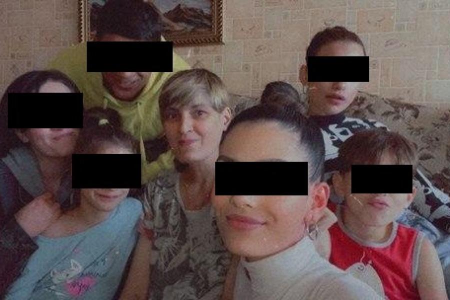 Памерла маці 17-гадовага Цімура, які апынуўся ў рэанімацыі пасля пратэстаў. Сіротамі засталіся дзевяць дзяцей https://t.co/xj7y8IgtfJ https://t.co/nOr6lSMmsL