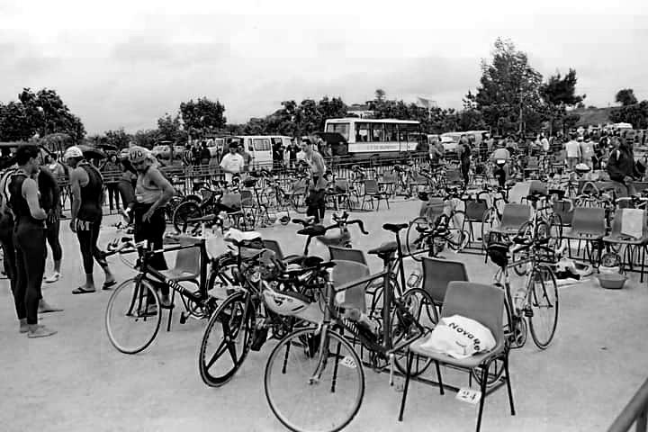 #tbt Um triatlo em Portugal em 1996 numa imagem encontrada por aí. Local?? Data?? Distância??  Alguém🤷♂️?  #vaimaislonge #treino #treinador #onlinecoaching #triatlo #ironman #triathlon #natação #swimming #openwater #ciclismo #cycling #btt #mtb #mountainbike #atletismo #corrida https://t.co/SaNuunhtjr