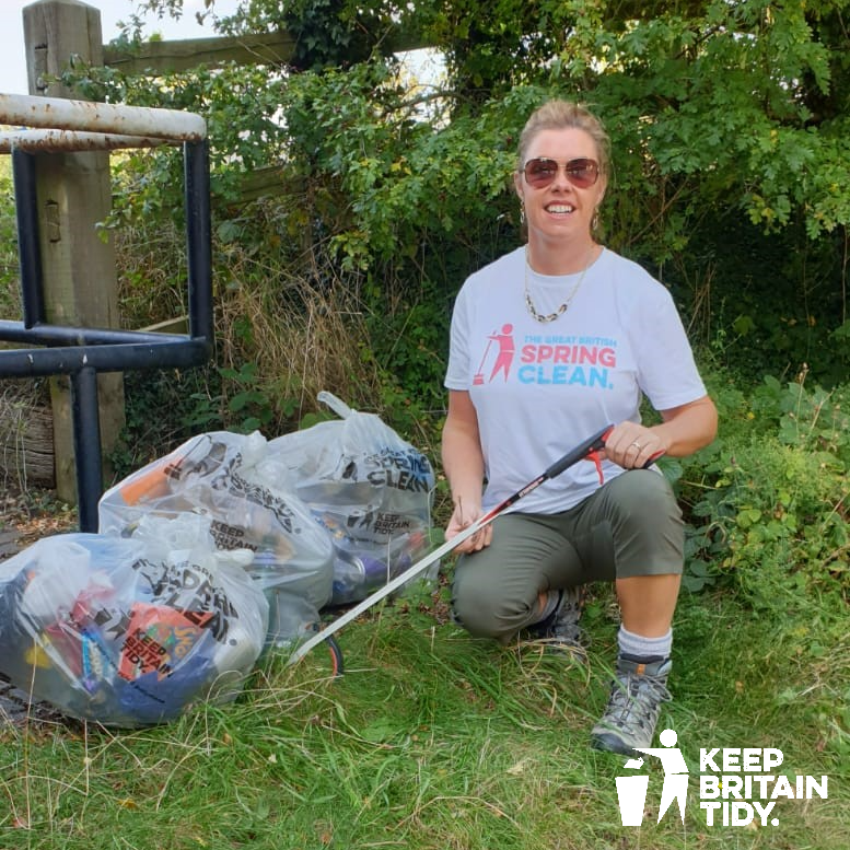 Congratulations to Michelle Medler, one of our Litter Hero Ambassadors and founder of @the.pickup.artists who is the winner of The Prime Minister's daily Points of Light award which recognises outstanding individual volunteers across the country. #LitterHeroes #PointsOfLight https://t.co/lprzyk9Ujy