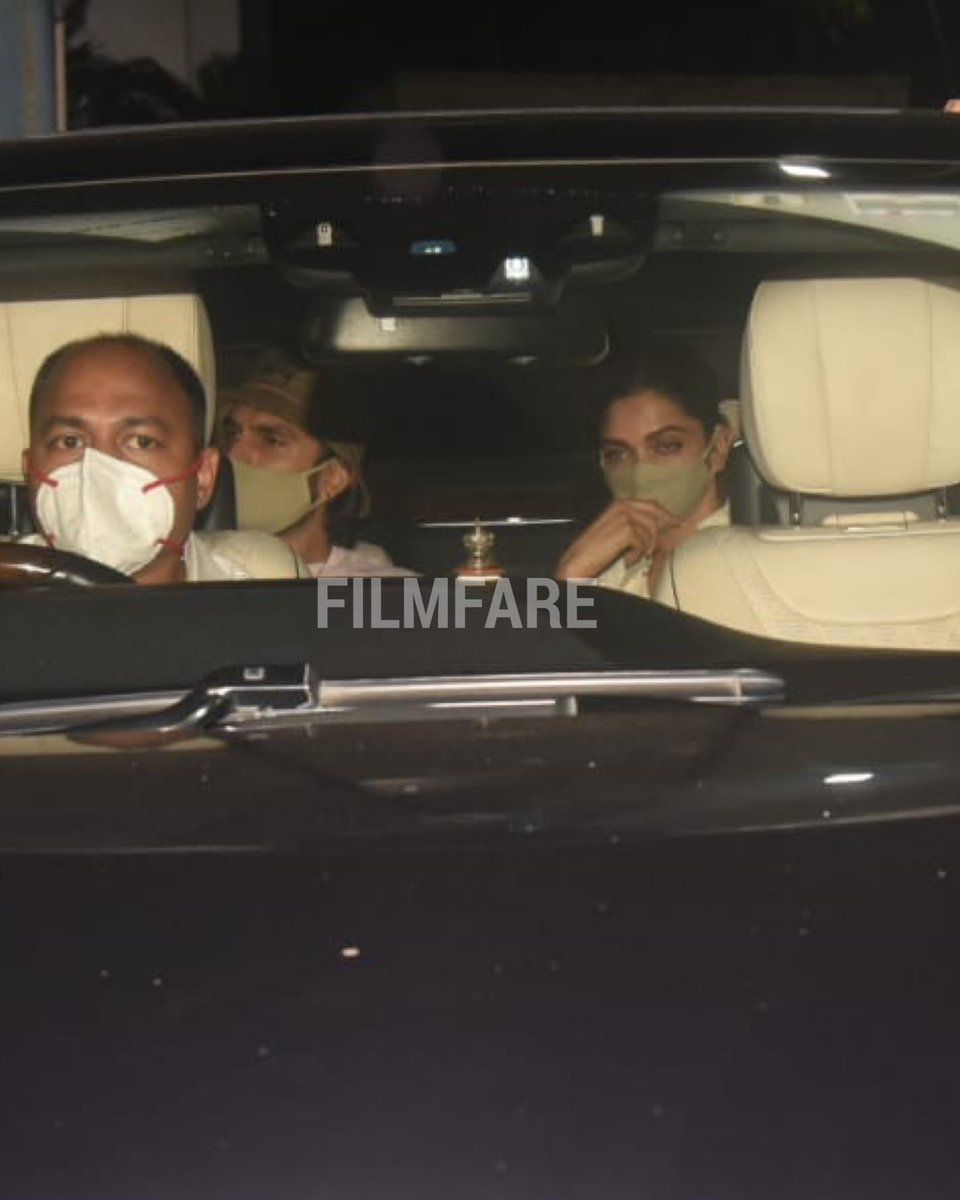 #RanveerSingh and #DeepikaPadukone snapped on their arrival in Mumbai. The actress will appear in front of the NCB tomorrow.