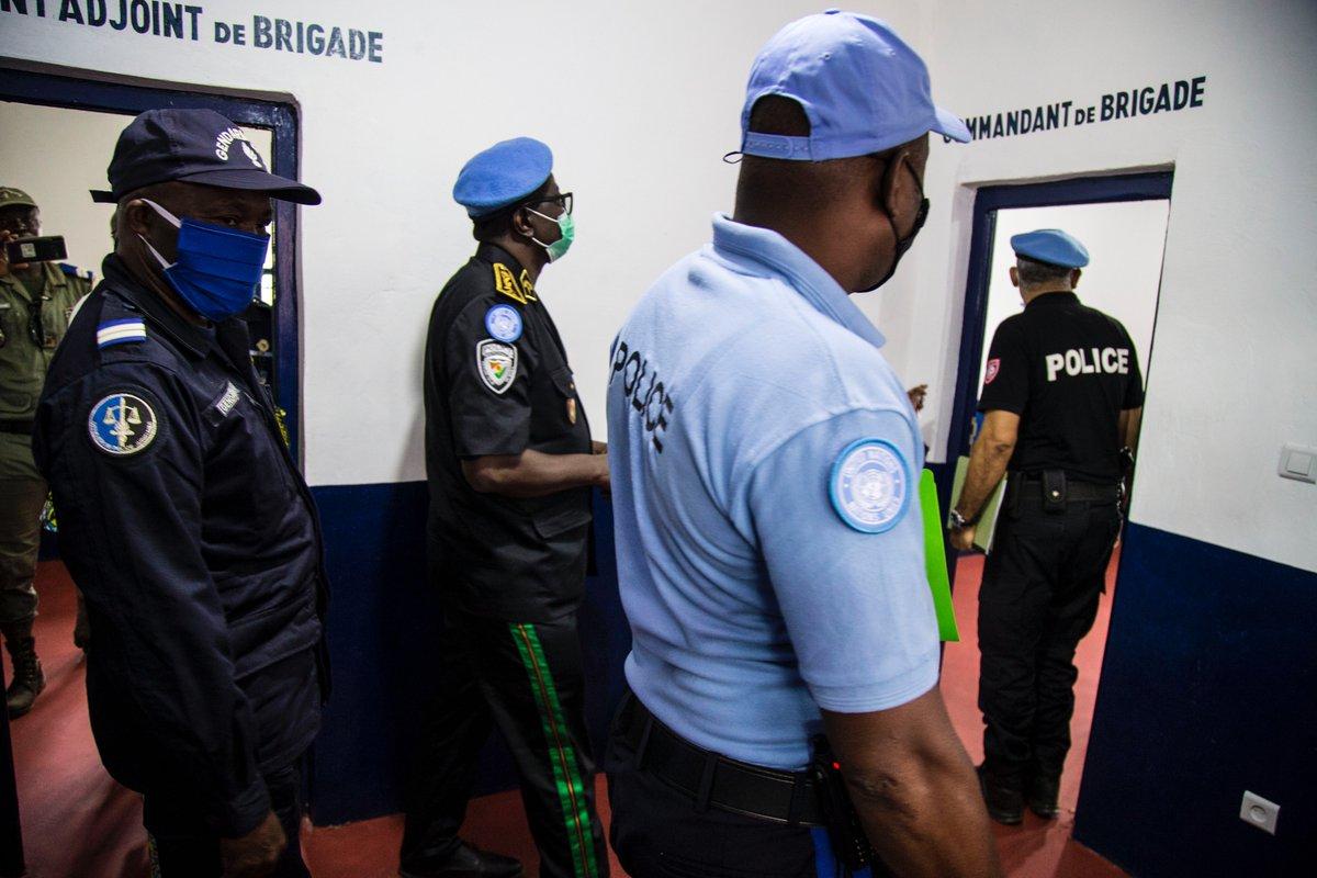 Cérémonie officielle de remise de bâtiments équipés aux brigades motorisées de gendarmerie de Bimbo et PK12, ce 24/09/20. Un projet financé par la composante @UNPOL de la  #MINUSCA dans le cadre de son mandat d'appui aux Forces de sécurité intérieure de #Centrafrique 🇨🇫. #A4P https://t.co/nz4QU54jI6