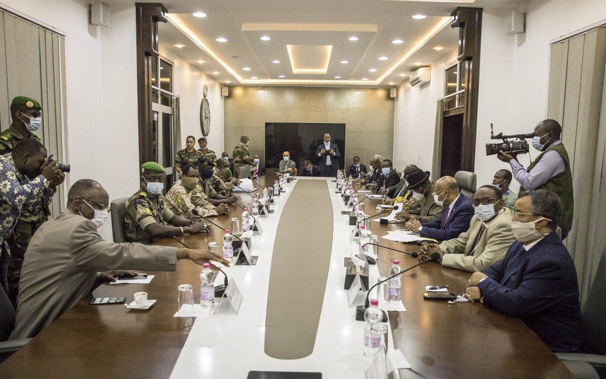 #Mali Le Représentant spécial du Secrétaire général des Nations unies, M. ANNADIF a participé ce matin aux réunions de la Mission de la CEDEAO à Bamako avec à sa tête le médiateur, S.E.M. Goodluck JONATHAN. https://t.co/5F66j6EzbZ