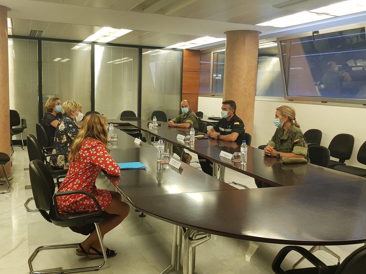 La Consejera de Sanidad Ana Barceló ha presidido hoy la reunión previa a la transferencia de responsabilidad de las labores de rastreo entre la @UMEgob  y el @EjercitoTierra , quien oficialmente asumirá mañana estas funciones en la Comunidad Valenciana. https://t.co/9e7iqHjApy