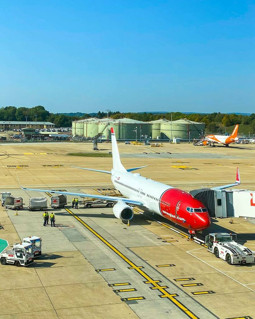 Turnaround views 🔺 🔺 🔺 @flynorwegian @gatwickairport #LGW #GatwickAirport #Gatwick #RampLife #AirportLife #AVGeek #Aviation #AviationDaily #InstaPlane #InstaAviation #MegaPlane #B737Lover #B737Fanpage #OwnTheSkies #PlanePics #Airside #TeamGatwick #Hu… https://t.co/HrB5k8KDbR https://t.co/8Kt7V1MQay