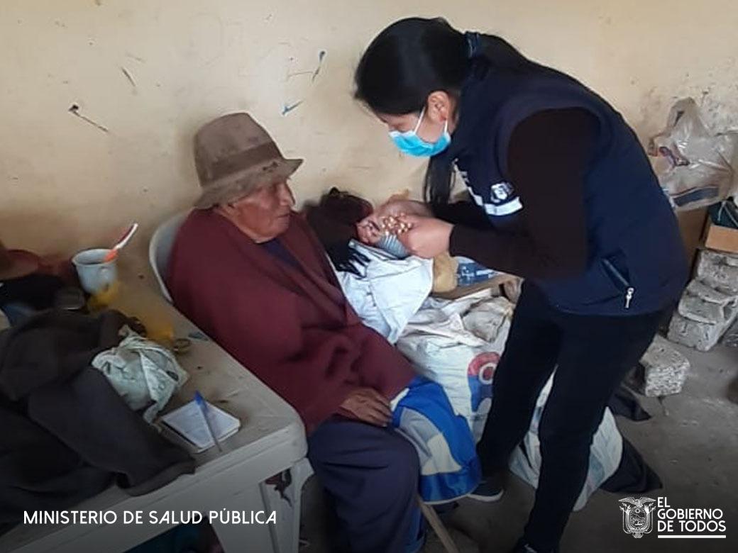 #Riobamba │Pacientes prioritarios y vulnerables reciben visita domiciliaria por parte del equipo de profesionales de salud recibiendo cuidados preventivos. #YoMeCuido https://t.co/opTHvTyc7b