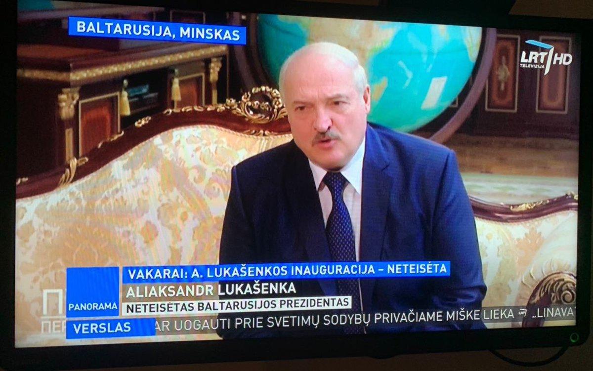 На літоўскім тэлебачанні Аляксандра Лукашэнку падпісалі як «незаконны прэзідэнт Беларусі».   Фота: Наша Ніва https://t.co/Ms66cQWi3e