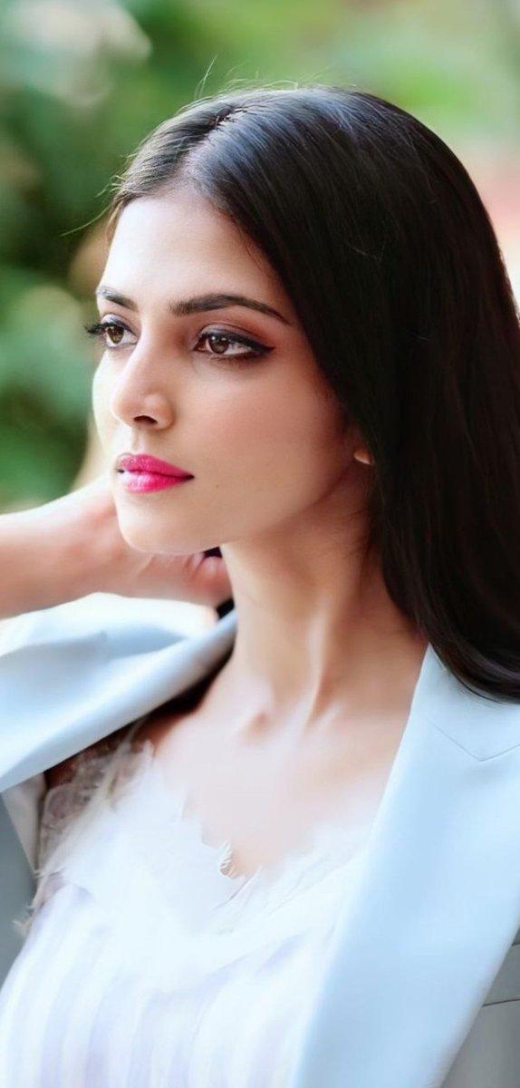 Good Night Guys 🌃 #MalavikaMohanan #Malavika  #ActressHotPhotos #actresshot  #actresses #actress https://t.co/MEO3cq6rFn
