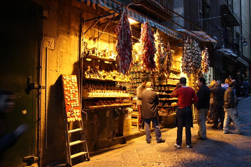 \🇮🇹陽気で温かい人々があふれる街・ #ナポリ は見どころが盛り沢山🇮🇹/  「おおらかで陽気」な人々が多い町としても知られているナポリ🇮🇹 ナポリ出身ガイドが現地の観光地・食生活から恋愛観までレクチャーする新感覚ツアーを開催✨💁♀️  9/27(日)ツアー 詳細はこちら⬇️ https://t.co/NhmI8RJ3NO https://t.co/T1bsofmgvI