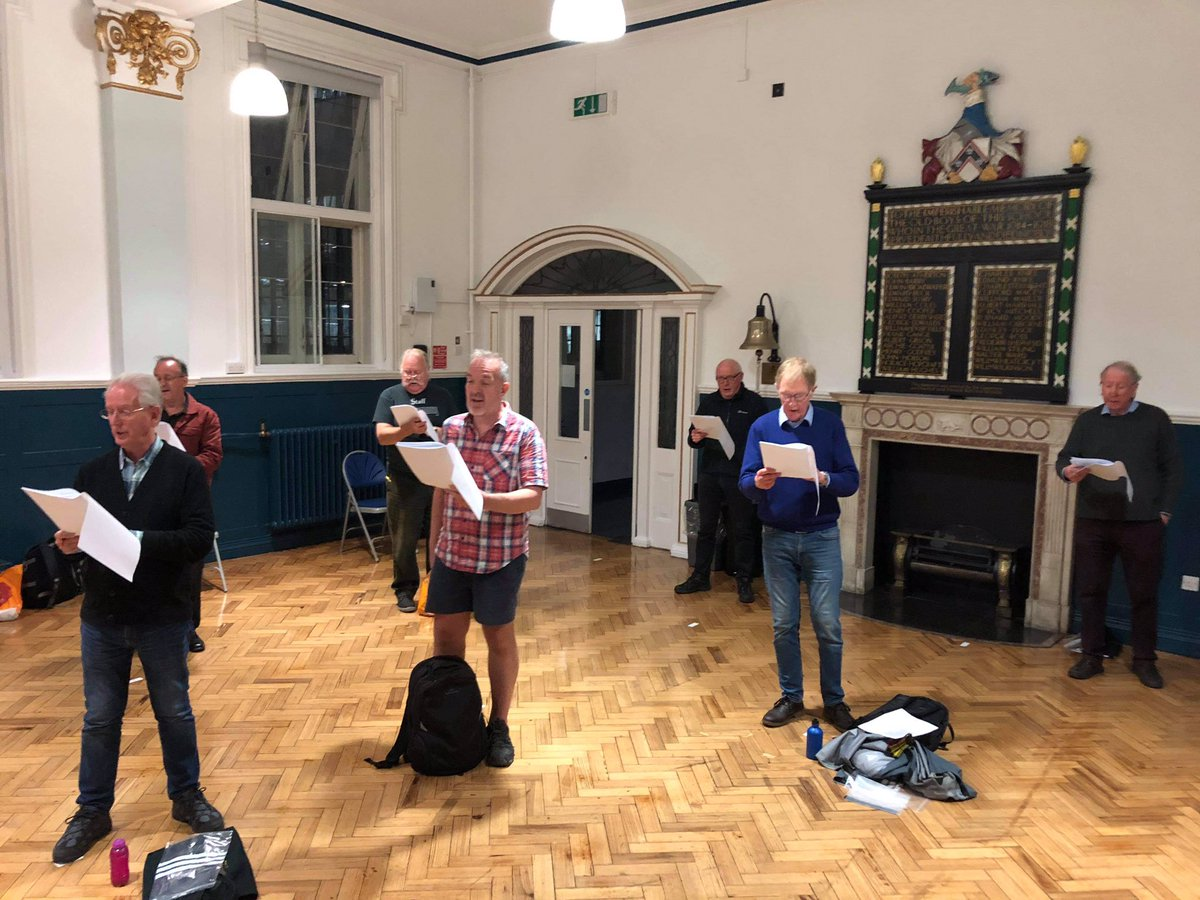 Another day, another 2 groups rehearsing with @simonhalsey ! So much emotion as people get to sing together in person for the first time since before lockdown. Socially distanced but emotionally connected. #socialdistanSing #alwayssinging #nomingling https://t.co/ilMoR9tUgA