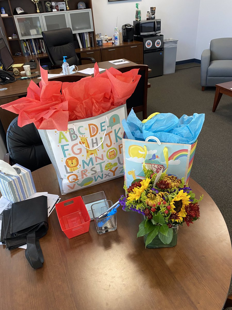 Congratulations to our Principal and his wife, Mr. and Mrs. Brauer on the impending arrival of their second child! #Congratulations #SchoolFamily #BabyBoy #NewEdition #ThoughtfulStaff @PrincipalBrauer @CMIT_Middle @CMITAcademy @CMIT_South @CMIT_Elementary @CLF_PR @CLF_CLF https://t.co/cO0A2qSou4