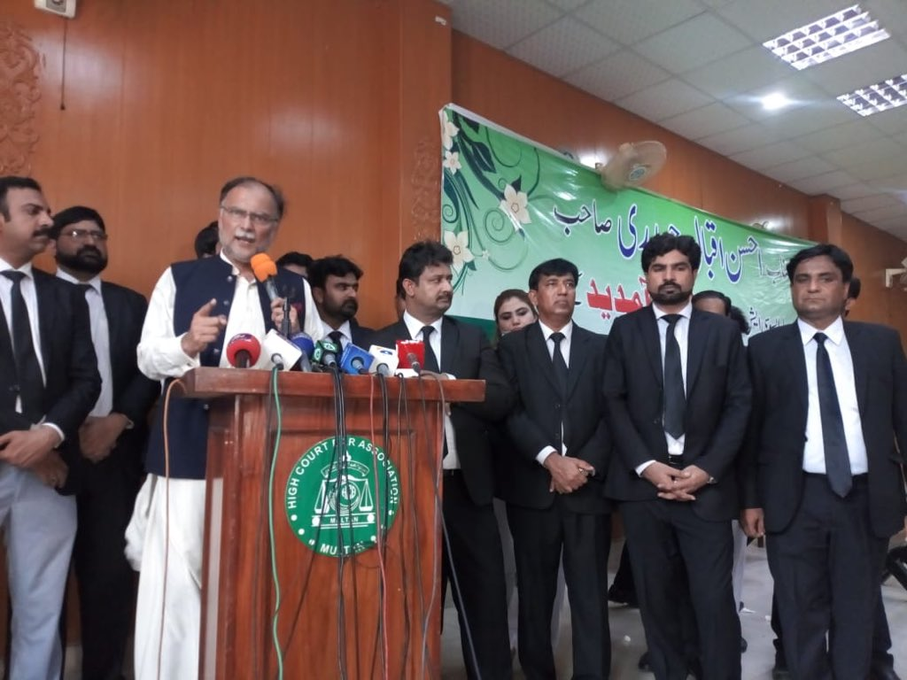It was an honour to address Multan High Court Bar Association today on the invitation of its cabinet. Lawyers are our nuclear deterrence for any adventure against the constitution & rule of law. https://t.co/nzpuhdRxxQ