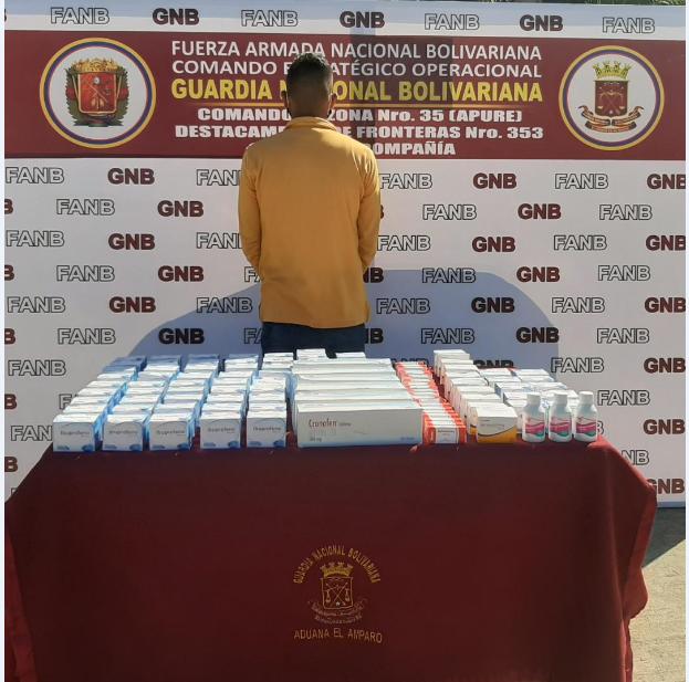 #24Sep || Efectivos Militares adscrito al @CZ35GNB,efectuaron la detención de 01 Cddno, quien transportaba medicamentos que provenían de la República de Colombia,sin permisología correspondiente de la Ley Sobre el Delito de Contrabando. Se procedió a notificar al M.P.@ZODI_Apure https://t.co/ORHTTb01Co