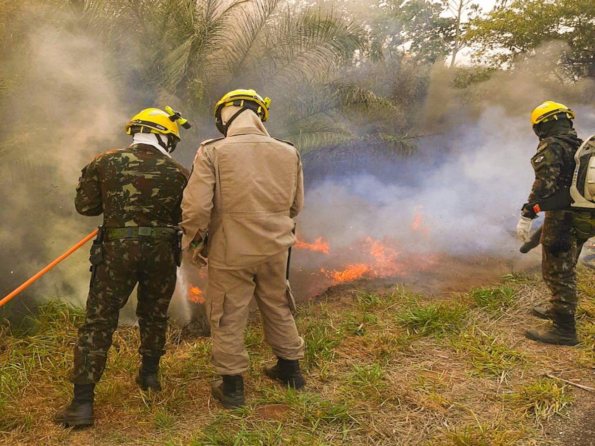 66° Batalhão de Infantaria Motorizado atua em três frentes de combate a incêndios florestais no Pantanal https://t.co/qoVIdKlWlo #BraçoForte #MãoAmiga https://t.co/Y7sTbxx1uC