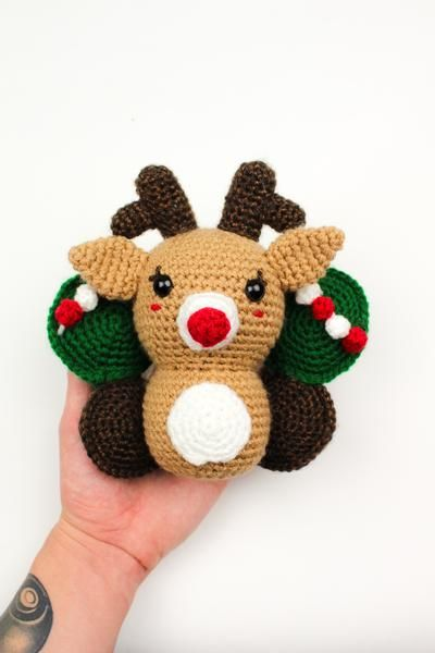 Have you ever wondered why Reindeer can fly??? @knotbadcrochet has a new theory about this! #CountdownToChristmas  https://t.co/nzMJWEXbPK https://t.co/8xYlY9AgLx