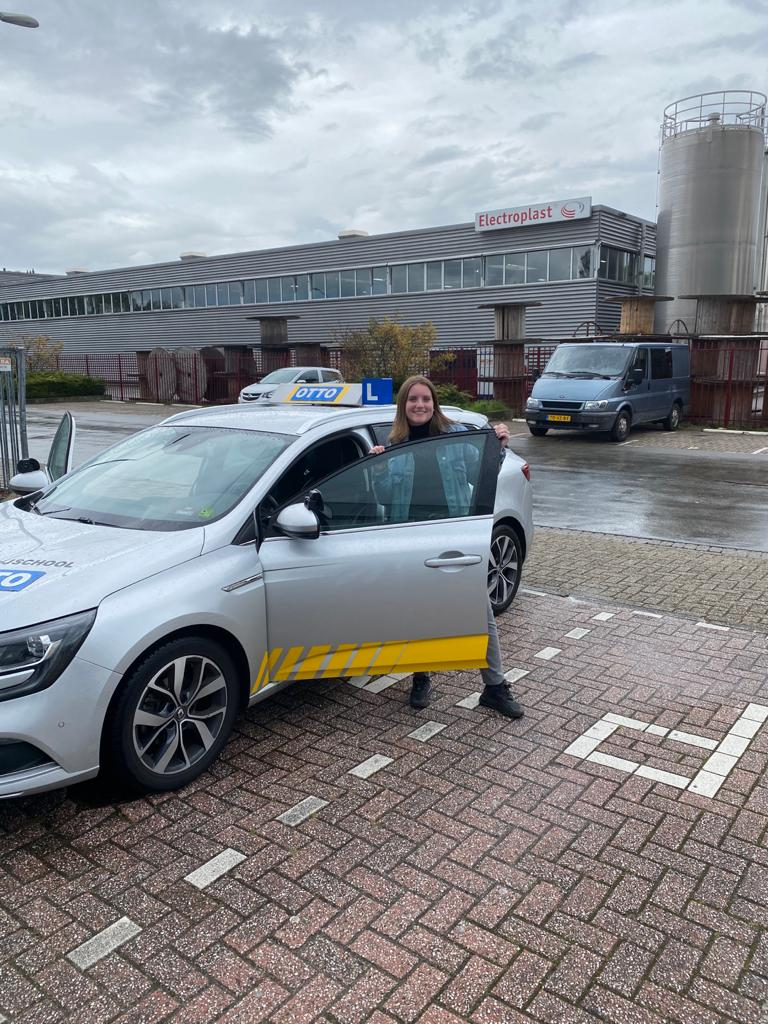 test Twitter Media - Keurig gedaan Tessa Benschop, gefeliciteerd met het behalen van je rijbewijs! https://t.co/O1ybFOw1pq