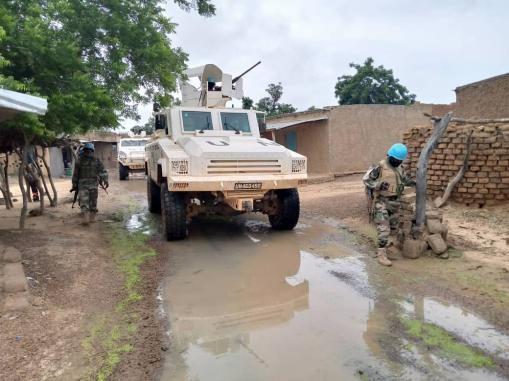 Engagé dans l'op Buffalo depuis novembre 2019, le bataillon #Togolais poursuit ses missions au centre du #Mali bravant les difficultés liées aux intempéries. Au total plus de 30 patrouilles ont eu lieu la semaine dernière pour prévenir toute menace contre la population civile. https://t.co/ndUGov4oes