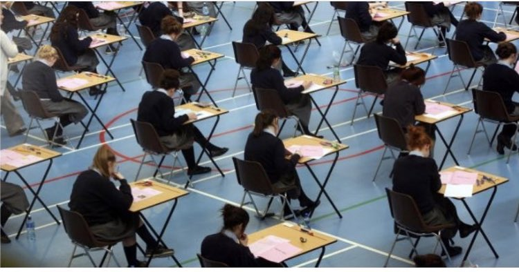Outgoing sixth years can register for the November Leaving Cert exams on Monday from 9 am through the Calculated Grades Portal. #LeavingCert2020 https://t.co/DFn6ChgkNO