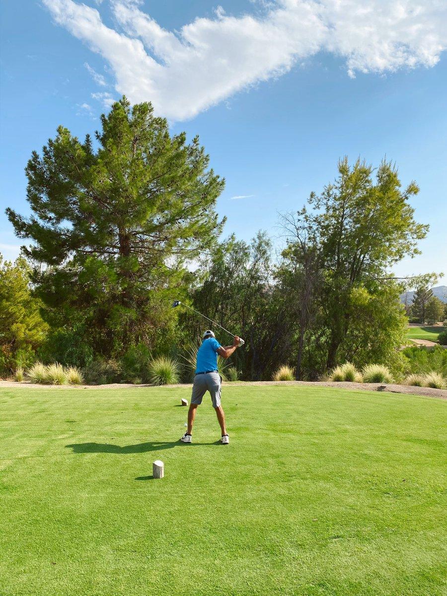 Stuck at work so here's a pic of me playing golf so I can feel better about my life 😂😭💀🤷🏽♂️⛳️🏌🏽♂️  #golf #golfstagram #golftv #golfnow #golfdigest #golfer #golfswing #golflife #instagolf #golfchannel #tigerwoods #liveunderpar #fedexcup #fedexplayoffs #golfcourse #arizonagolf https://t.co/E2uKRJSjP2